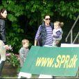 Mary de Danemark emmène ses enfants Christian et Isabella se promener au jumping de Wiegaarden