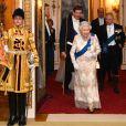 La reine Elisabeth II d'Angleterre - La famille royale d'Angleterre accueille les invités lors d'une réception pour les membres du corps diplomatique au palais de Buckingham à Londres le 4 décembre 2018.