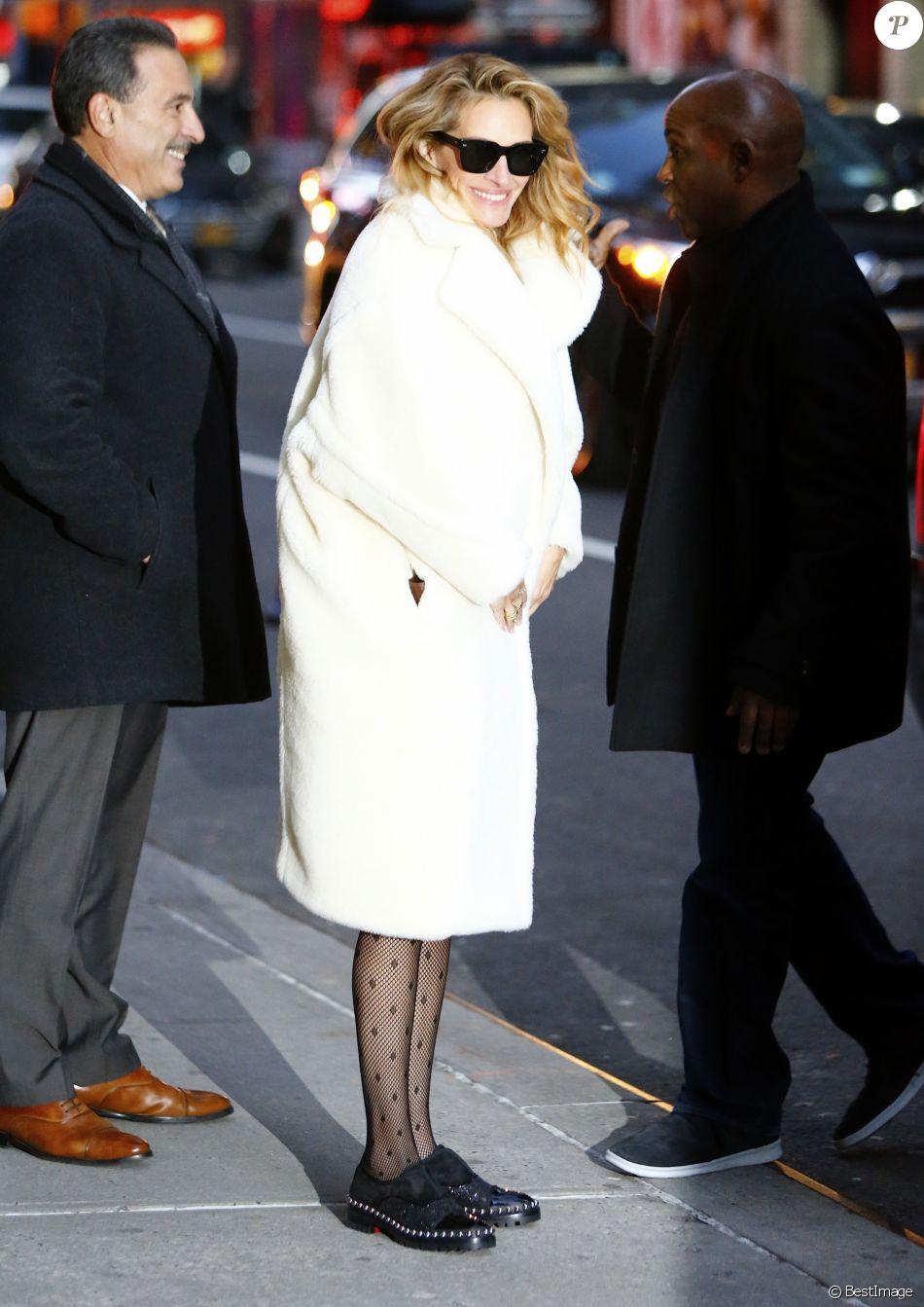 Julia Roberts arrive au studio de l'émission Colbert Show à New York. Le 4 décembre 2018.