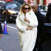 """Julia Roberts : Son manteau """"nounours"""" fait sensation"""
