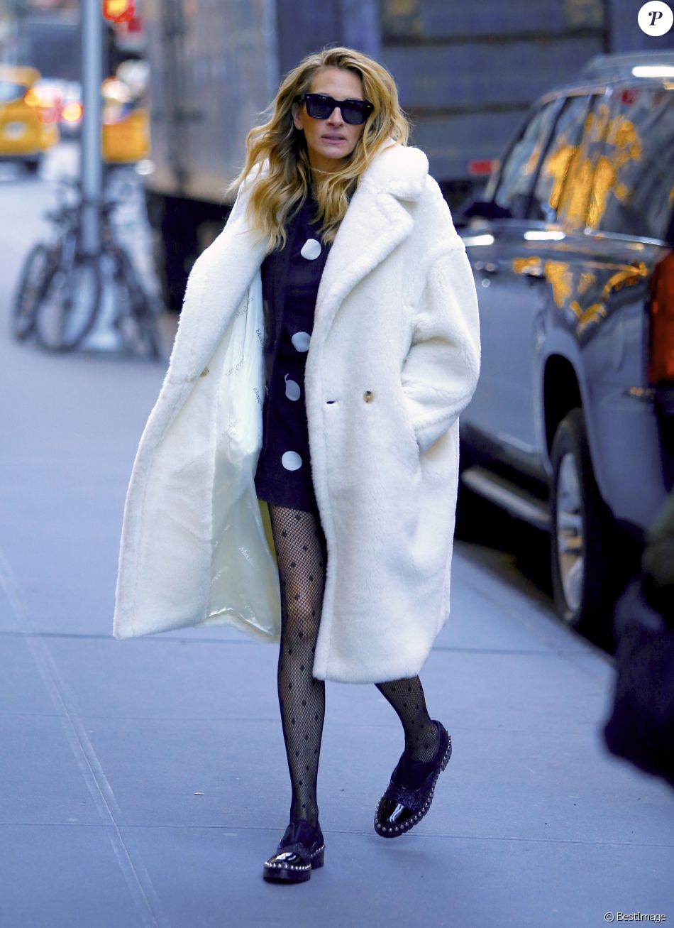 Julia Roberts arrive aux studios de Sirius Radio à New York. Le 4 décembre 2018.