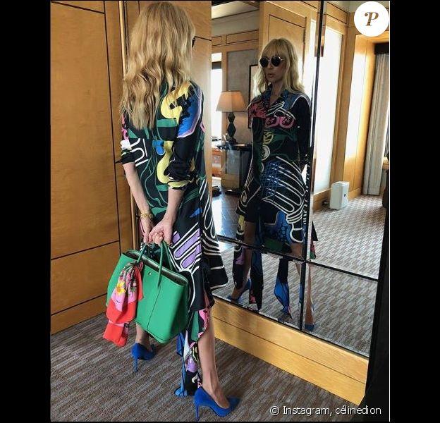 Céline Dion prend la pose avec sa nouvelle coupe à Tokyo au Japon, le 26 juin 2018