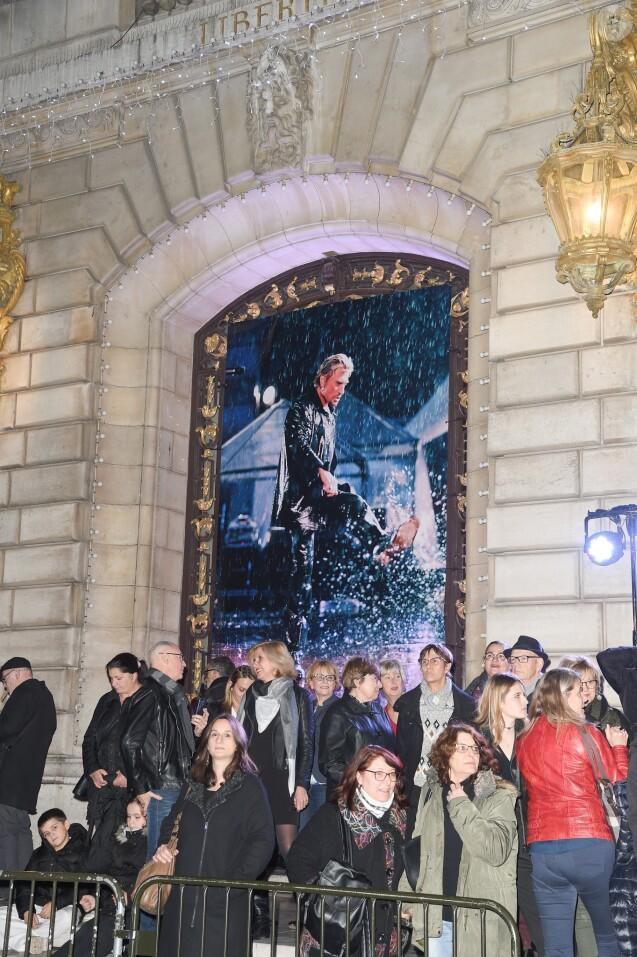 """Semi-exclusif - Inauguration de l'exposition """"Johnny"""" du photographe Daniel Angeli à la mairie de Levallois-Perret le 6 décembre 2018. © Coadic Guirec/Bestimage"""