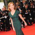 Isabelle Huppert lors de la montée des marches pour le film A l'Origine