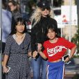 """Laeticia Hallyday et ses filles Jade et Joy sont allées faire du shopping dans les boutiques """"Petit Ami"""" (magasin de vêtements pour enfants) et """"Elyse Walker"""" à Los Angeles. Le 17 décembre 2018."""