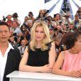 Le réalisateur Tsai Ming-Liang, Laetitia Casta, Yi-Ching Lu  au photocall de Visage le 23 mai 2009