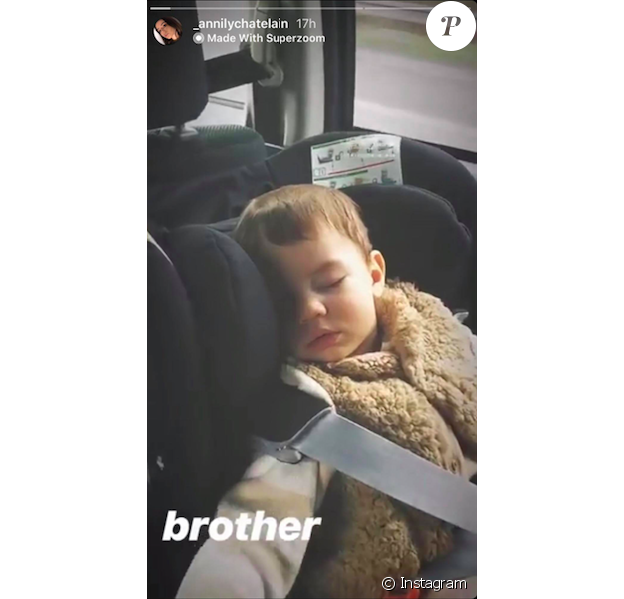 Annily, la fille d'Alizée, filme son demi-frère Forest en train de dormir, le 30 décembre 2018.