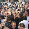 Johnny Hallyday provoque une émeute sur la Croisette en se rendant au Grand Journal de Canal + durant le Festival !