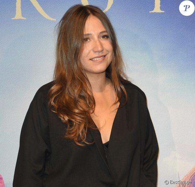 """Izia Higelin à la première de """"Un peuple et son roi"""" au cinéma Gaumont-Opéra à Paris, le 13 septembre 2018. © Guirec Coadic/Bestimage"""