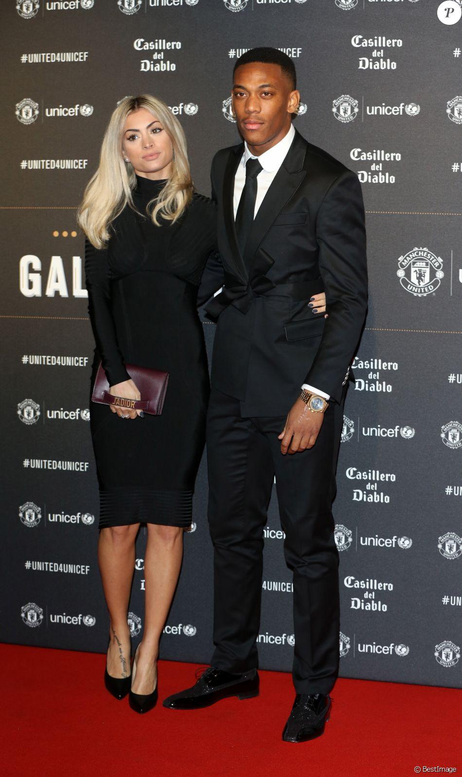 """Anthony Martial et sa compagne Mélanie Da Cruz lors du dîner de gala """"United For Unicef"""" à Manchester, le 15 novembre 2017."""