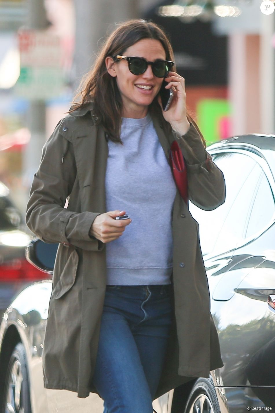 Exclusif - Jennifer Garner fait du shopping à Los Angeles, le 12 janvier 2019.  Exclusive - Germany call for price - Jennifer Garner is all smiles while out running errands. Jennifer looks casual as she chats on the phone as she parks her car. January 12th, 2019.12/01/2019 - Los Angeles