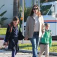 Jennifer Garner va chercher ses enfants Seraphina et Samuel à la sortie de l'école à Brentwood le 9 janvier 2019.  Please hide children's face prior to the publication - Brentwood, CA - Jennifer Garner is in a good mood as she picks up Samuela and Seraphine from school.09/01/2019 - Brentwood
