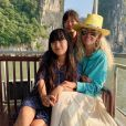 Laeticia Hallyday et ses filles, Jade et Joy, en vacances au Vietnam pour les fêtes de fin d'année - décembre 2018.