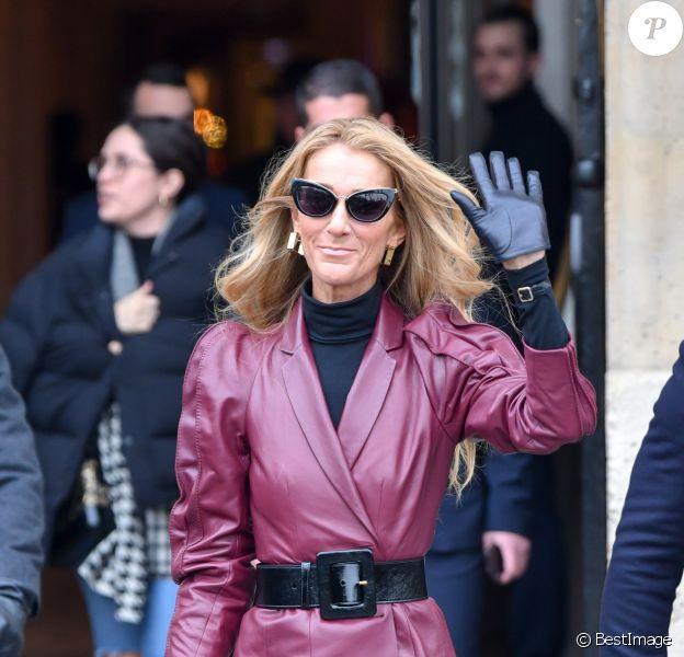 Céline Dion sort de l'hôtel de Crillon pour se rendre à la maison Givenchy à Paris le 24 janvier 2019.