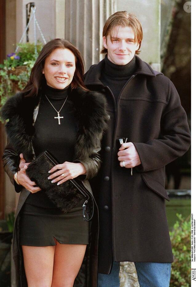 Victoria Adams et David Beckham annonçent leur fiançailles à Londres, le 21 janvier 1998.