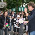Philippe Candeloro et Denis Brogniart font un petit match de ping-pong à Roland-Garros. 27/05/09