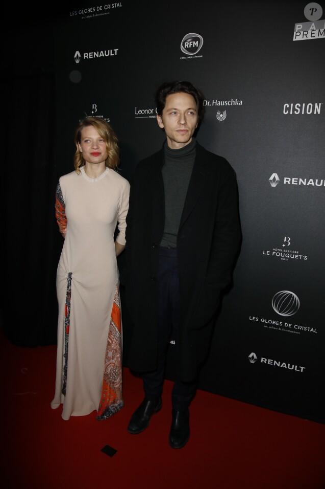 Mélanie Thierry et son mari Raphaël arrivent à la 14ème cérémonie des Globes de Cristal, à la salle Wagram à Paris, le 4 février 2019. © Marc Ausset-Lacroix/Bestimage