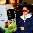 Rihanna porte une veste rayée et des lunettes de soleil XXL en balade dans les rues de New York, le 13 janvier 2019.