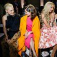 Pom Klementieff, Natalia Dyer, Paris Hilton et Theodora Richards - Défilé Oscar de la Renta, collection automne-hiver 2019-2020 au Cipriani 25 Broadway, dans le Cunard Building. New York, le 12 février 2019.