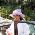 La célèbre animatrice Oprah Winfrey dans les rues de Santa Barbara, le 24 mai