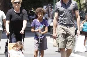 Hugh Jackman avec femme et enfants... une journée comme sur des roulettes !