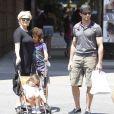 Hugh Jackman, son épouse  Deborrah Lee-Furness and leurs enfants Oscar et Ava Eliot