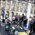 10e Rallye des Princesses. Au départ de la place Vendôme, le 1er juin 2009 : Valérie Benaïm et Hermine de Clermont-Tonnerre