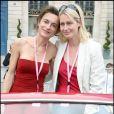 10e Rallye des Princesses. Au départ de la place Vendôme, le 1er juin 2009 : Maurizia Purini et Luana Belmondo
