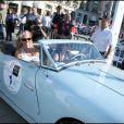 10e Rallye des Princesses. Au départ de la place Vendôme, le 1er juin 2009 : Florence Dehaine et Eva Jaerhling