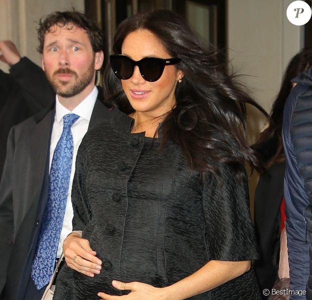 Meghan Markle, duchesse de Sussex, enceinte, sort de son hôtel à New York le 19 février 2019.