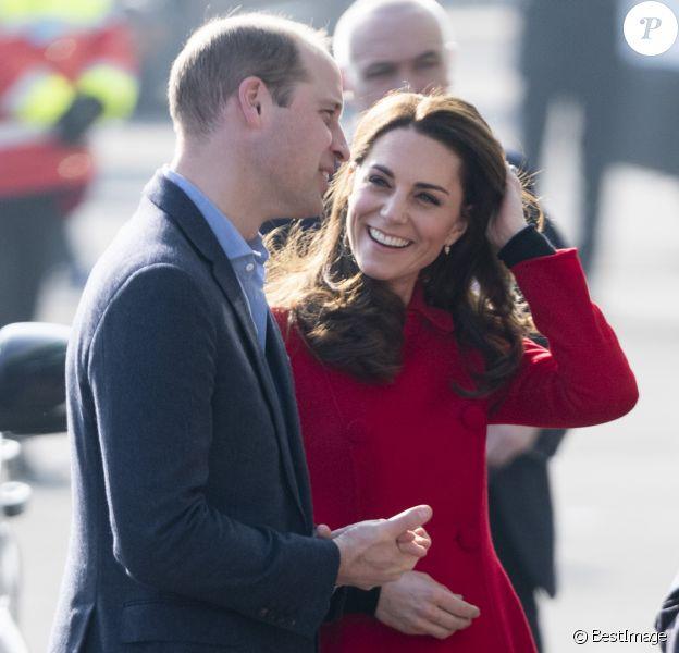 Le prince William, duc de Cambridge, et Kate Catherine Middleton, duchesse de Cambridge, en visite au Windsor Park à Belfast, à l'occasion de leur voyage officiel en Irlande. Le 27 février 2019