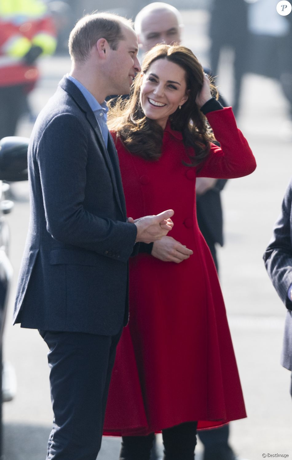 Le prince William, duc de Cambridge, et Kate Catherine Middleton, duchesse de Cambridge, en visite au Windsor Park à Belfast, à l'occasion de leur voyage officiel en Irlande. Le 27 février 2019