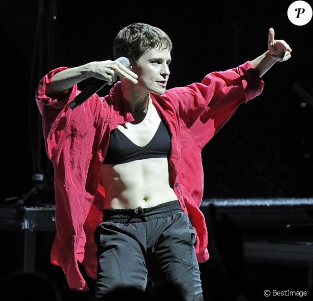 Exclusif - Chris (Christine and The Queens) en concert au Eventim Apollo à Londres. Le 20 novembre 2018.