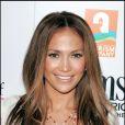 Jennifer Lopez a choisi d'encadrer son visage par de douces mèches miel qui mettent en valeur son teint hâlé.