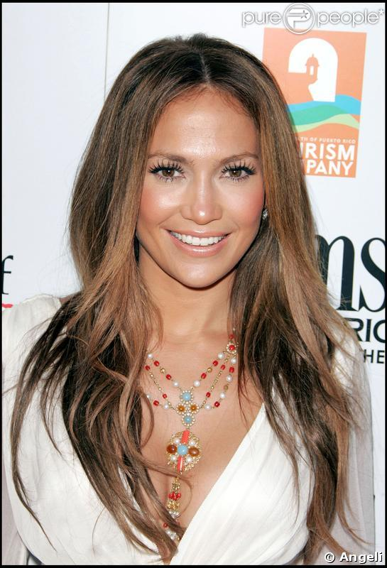 "The image ""http://static1.purepeople.com/articles/6/32/68/6/@/229773-jennifer-lopez-a-choisi-d-encadrer-son-637x0-2.jpg"" cannot be displayed, because it contains errors."