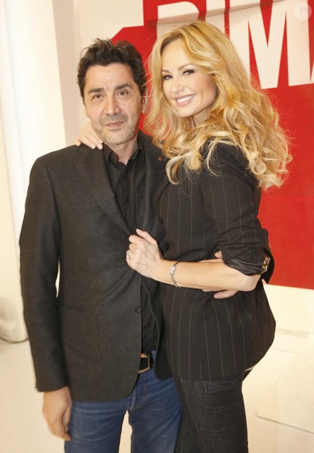 """Adriana Karembeu et son mari André (Aram) Ohanian sur l'enregistrement de l'émission """"Vivement Dimanche"""" à Paris, le 11 Marc 2015."""