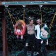 Adam Levine et Behati Prinsloo avec leurs filles Dusty Rose et Gio Grace, photo Instagram.