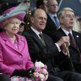 Elizabeth II d'Angleterre et son pari le prince Philip visite l'institution Coram