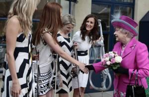 La reine Elizabeth face au girlsband Escala : un duel de looks... très inégal !