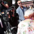 """Agnès Varda et l'artiste JR - Montée des marches du film """"Visages, Villages"""" lors du 70ème Festival International du Film de Cannes. Le 19 mai 2017. © Borde-Jacovides-Moreau / Bestimage"""