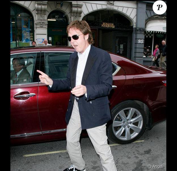 Paul McCartney lors du lancement du livre Told de Simon Aboud à l'hôtel St Martin's lane à Londres le 8 juin 2009