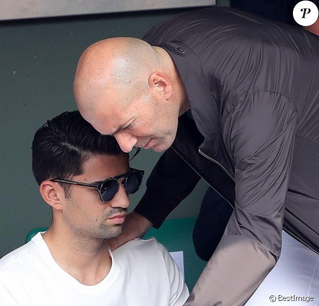 Zinédine Zidane et ses fils Luca et Enzo dans les tribunes des Internationaux de France de Tennis de Roland Garros à Paris, le 10 juin 2018. © Dominique Jacovides - Cyril Moreau/Bestimage