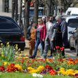Rosalie Varda, Mathieu Demy, sa fille, Valentin Vignet (petit-fils d'Agnès Varda) et sa femme Déborah François - Arrivées aux obsèques d'Agnès Varda au Cimetière du Montparnasse à Paris, le 2 avril 2019.