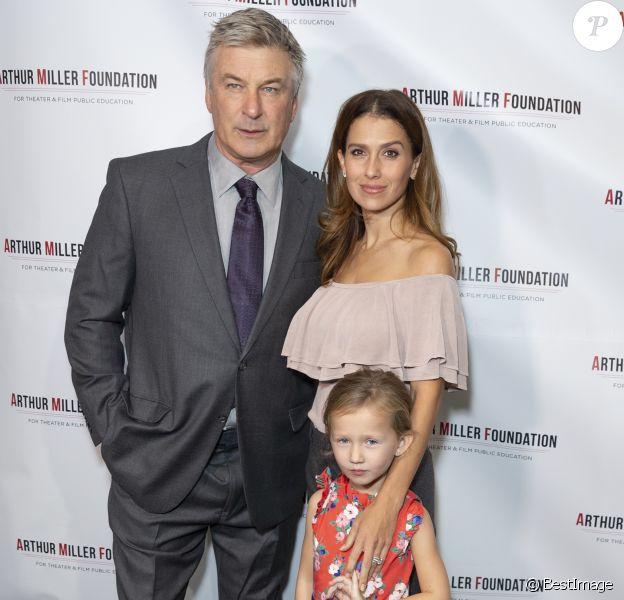 """Alec Baldwin, sa femme Hilaria Baldwin et leur fille Carmen Gabriela Baldwin, - People à la soirée de gala """"2018 Arthur Miller Foundation Honors"""" à New York. Le 22 octobre 2018."""