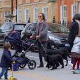 Exclusif - Pippa Middleton Matthews en train de promener ses chiens accompagnée de son fils Arthur dans les rues de Londres. Le 5 avril 2019.