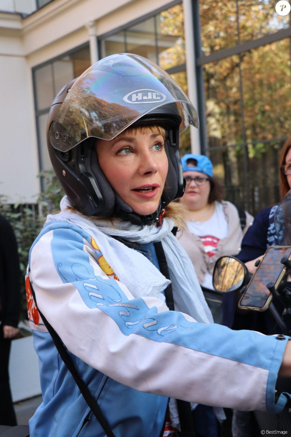 """Julie Depardieu - Sortie de l'enregistrement de l'émission """"Vivement Dimanche"""" à Paris le 17 septembre 2018."""