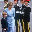 ARCHIVES - LE PRINCE HARRY ET LA PRINCESSE LADY DIANA D' ANGLETERRE LORS D'UNE VISITE DANS UN CAMPEMENT MILITAIRE EN ALLEMAGNE EN 1993.