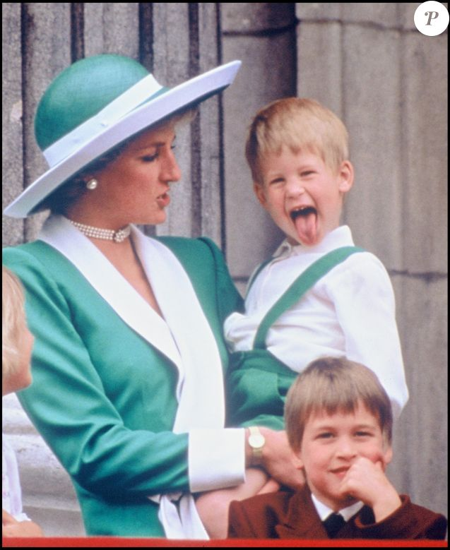 "ARCHIVES - LA PRINCESSE LADY DIANA D' ANGLETERRE ET LES PRINCES HARRY ET WILLIAM ASSISTENT A LA PARADE DES ""TROOPING THE COLOUR"" EN 1988."