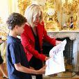 Le président français Emmanuel Macron et sa femme la première dame Brigitte Macron (Trogneux) ont reçu une dizaine de jeunes atteints d'autisme lors du lancement de la concertation autour du 4ème plan autisme au palais de l'Elysée à Paris, France, le 6 juillet 2017. © Sébastien Valiela/Bestimage