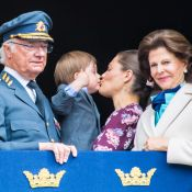 Carl XVI Gustaf de Suède fêté: le prince Oscar coquin avec la princesse Victoria